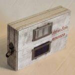 Caja protectora para el envío de muestras de fluidos de locomotoras. Ferrocarril General Belgrano – Trasandino / Protective box for shipment of locomotive fluid samples. General Belgrano - Trasandino Railway