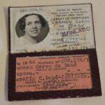 Carnet de identidad. Perteneció a la Sra. Carmen Cervo de Debé, esposa del Sr. Serafín C. Debé ex empleado jubilado. Emitido el 9 de agosto de 1962 / Identity card. It belonged to Mrs. Carmen Cervo de Debé, wife of Mr. Serafín C. Debé, a former retired employee. Issued August 9, 1962