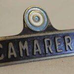 Insignia de camarero. Metal pintado / Waiter badge. Painted metal