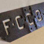 Placa denominadora de ferrocarril. FCGOA Ferrocarril Gran Oeste Argentino / Railway name plate. FCGOA Ferrocarril Gran Oeste Argentino
