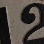 Placa numeradora de kilometraje. Progresiva 1251. Ferrocarril Trasandino / Mileage number plate. Progressive 1251. Trasandino Railway