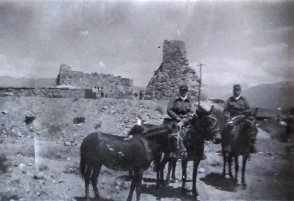 2-Cruce de los Andes  realizado por Julio Olmos Zarate y Marcelo Cirot Olmos. Comienzo de la travesía, 18 de enero de 1950, en Pampa de Canota. Gentileza: María Ester Olmos