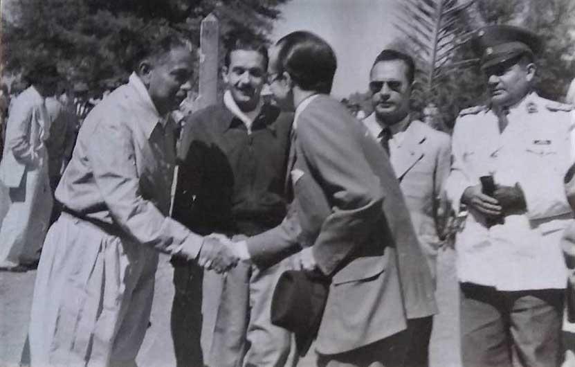 4-Cruce de los Andes 1950 Andes  realizado por Julio Leopoldo Olmos Zarate (en el centro) y Marcelo Cirot Olmos. Recibidos en Chacabuco por autoridades chilenas el 12 de febrero de 1950, aniversario de la Batalla. Gentileza: María Ester Olmos